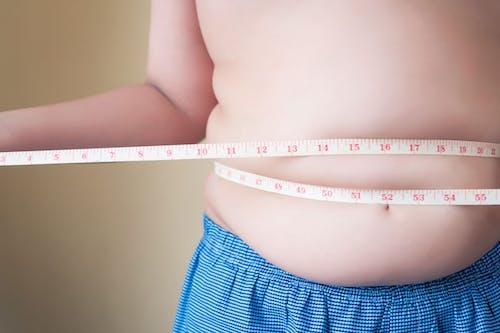 Attenzione ai chili di troppo in età giovanile