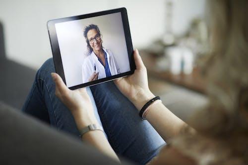 Dottori e medicina virtuale: tra rischi e benefici, c'è spazio per migliorare
