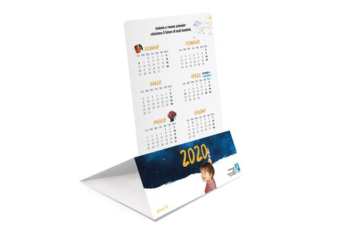 Messaggio di auguri che si trasforma in calendario da tavolo