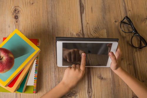 Didattica a distanza: webinar, kit didattici gratuiti, giochi online per le scuole