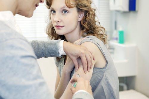 Prima ci si vaccina, più difficile è ammalarsi di cancro della cervice uterina